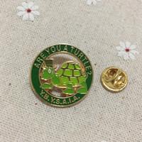 100 قطع مخصصة الماسونية التلبيب دبوس دبابيس الأخضر هل أنت سلحفاة Y.B.Y.S.A.I. شارات الماسونية المعدنية الحرفية لجمعية البناء