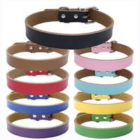 Personalización gratuita Cuero liso collares de perro de color sólido Perrito perro gato Collar Pequeño Mediano Grande Extra Grande
