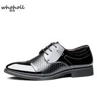 2018 Primavera nuevos hombres zapatos de vestir de punta estrecha con cordones hombre negocios marrón cuero negro Oxfords zapatos tallados Oxford formal de Italia