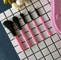 2018 لطيف جدا 3CE X BARBAPAPA ماكياج فرش كيت محفظة 5pcs مع حالة معدنية مصغرة الوردي فرشاة أدوات ماكياج المهنية شحن مجاني