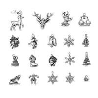 Nueva venta caliente de Navidad Venta al por mayor lotes a base de zinc Aleación Colgantes Bell Antique Silver Mixed Christmas Snowflake 39mm x26mm- 12mm x8mm