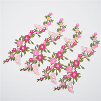 10 pçs / lote Bela Flor Rosa Floral Colar Costurar no Remendo Bonito Applique Crachá Bordado Busto Vestido