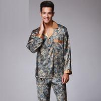 Herrenmode V-Ausschnitt Fake Silk Pyjamas für Männer mit L XL XXL Größe mit Druck Open Shirt mit Knopf Nachtwäsche für Männer Langarm-Pyjamas