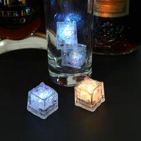 12 unids LED Cubitos de Hielo DIY Colorido Flash LED Cubitos de Hielo Festival de Boda Decoración del Partido Decoración Brillante Luz Beber Cubitos de Hielo