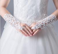 2019 Новый Дешевые Кружева Пальцев Короткие Красный Белый IvoryWedding Перчатки С Блестками Бусины Для Невесты Свадебные Перчатки Бесплатная Доставка