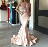 2018 Motif rose perle Robes de bal Jewel cou en perles Illusion Sexy corsage sirène train satin robes Graduation