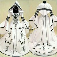 빈티지 셀 틱 흑백 고딕 웨딩 드레스 모자와 함께 정교한 자수 코르셋 탑 맞춤 제작 된 독특한 신부 가운