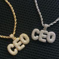 Hip Hop Personalizzato Design Jewelry CZ Micro Pave Ice Out Diamond Alfabeto oro 18 carati Alfabeto Gold Piccola lettera Pendente Collana con catena di corda libera