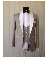 2018 New Light Grey Groom Tuxedos Cheap Ivory Shawl Collar B...