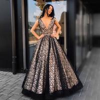 저렴한 블랙 레이스 긴 댄스 파티 드레스 섹시한 폭락 V - 넥 민소매 지퍼 뒤로 공식 댄스 파티 드레스 사우디 아라비아 연예인 이브닝 드레스
