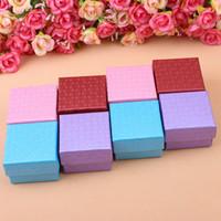 China Fábrica mancha Hermoso nuevo estilo de joyería caja de embalaje 5x5 Pendiente Anillo Joyero Cuatro Colores Orden Mixta
