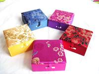 Bomull Fylld Jacquard Dragon Presentförpackning För Armband Förvaringsväska Kinesisk stil Silk Brocade Kartong Smycken Förpackning Boxar