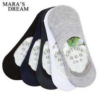6 adet = 3 çift / grup Erkekler Tekne Çorap Yaz Moda kaymaz Silikon Görünmez Pamuk Çorap Erkek Ayak Bileği Çorap Beyaz Çorap terlik