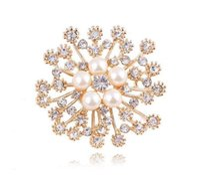 Faux perla y cristales popular oro copo de nieve broche de lujo checo cristal broches perla perlina mujer hijab desgaste bulto pines 20 pcs