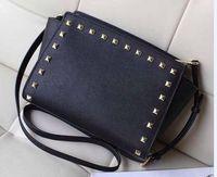 Envío gratis 2021 New Star Models con bolsos de cuero de PU de PU de Cross y Pequeño Remache Smiley Bag Bag Messenger Bag