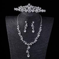 Increíble conjunto de joyas nupciales Sparkling Three Piece Crown Earring Collar Joyería Accesorios del banquete de boda para las señoras