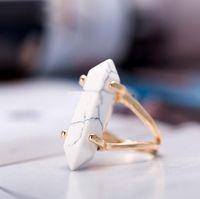 Bala Forma Prisma Hexagonal Anéis de Pedra Natural De Cristal De Quartzo Ponto de Cura Chakra Pedra Charme Banhado A Ouro Anel Para mulheres