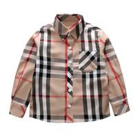Классические мальчики для клетки для клетки дизайнер дети отвороты с длинным рукавом рубашка дети одиночные погружные карманные повседневные решетки топы падения мальчики одежда F1640