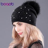 [boapt] الراين الماس اللؤلؤ ذات الطابقين محبوك الكشمير قبعات الشتاء النساء قبعة ريال الراكون الفراء pompom قبعة الإناث قبعة D18110102