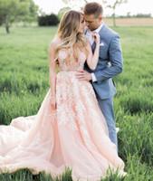 섹시한 홍당무 핑크 웨딩 드레스와 화이트 레이스 Appliques 매력적인 딥 V - 넥 통해보기 백 레이스 깎아 지른 신부 가운 겸손