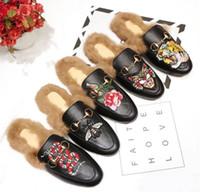 موضة جديدة إيطاليا الشرائح الأحذية المتسكعون السيدات عارضة النعال جلد طبيعي الصنادل الفراء النعال مع مربع