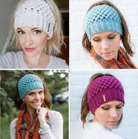 Nouveau Femmes Ponytail Hand Made Beanies Retour Trou Poney Queue Chapeaux Tricotés chaud hiver Crochet crâne Bonnet 6 couleurs
