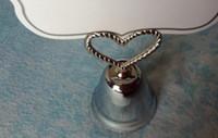 300 pcs / lot + titulaire de la carte de table de mariage coeur en argent baiser Bell titulaire de la carte faveurs de mariageSupplies + livraison gratuite