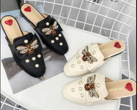 2018 early spring New Female slippers Little bee pearl flat ...