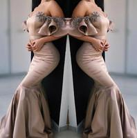 2019 Elegant De L'epaule En Satin Sirene Robes De Bal Ruffles Dentelle Applique Perlee Longueur Au Sol Robes De Soiree Formelles bc0387