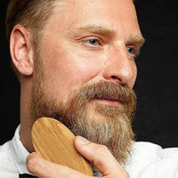 New Boar Hair Bristle Beard Bigache Brush Military Hard Round Wood Manden Anti-Static Peach Peine Peluquería Herramienta para los hombres al por mayor