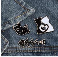 shshd 만화 블랙 화이트 고양이 물고기 뼈 브로치 여성용 남성용 에나멜 핀 남성 셔츠 옷깃 핀 배지 커플 보석 애호가 선물