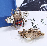 Retro Fashion Bee Brooch Collar Pins Pearl Crystal Insect Co...