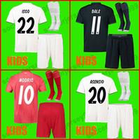 2018 2019 Jersey de fútbol Real Madrid soccer jersey football shirt  establece kit para niños 18 23ddbf7f143e1