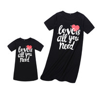Family Matching Dress Outfits Mother And Daughter Matching Clothes Summer Short Sleeve Heart Shape Letter Dress Mom Baby Casual Dresses