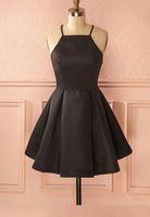 Vintage A-Line Halter Satin Satin Short Black Homecoming Robe avec poches Vestido de Festa Sexy Spaghettis Sangles Pas cher Robes de Formelle pour fille
