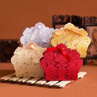 Kabartmalı Dantel Lazer Kesim Düğün Iyilik Kutuları Hollow Çiçek Düğün Şeker Kutusu Ile Şerit Casamento Düğün Iyilik