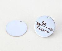 """20pcs / lot 25mm nuovo arrivo acciaio inossidabile messaggio Charms freccia inciso parole """"essere feroce"""" per gioielli fai da te"""