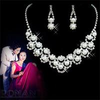 Lyxig imitation pärla brud smycken sätter rhinestone örhängen halsband sätter fest bröllop smycken