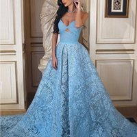 Vestidos de fiesta glamorosos en azul cielo Vestidos de fiesta sexy con tirantes finos sin tirantes Agujero de la llave Apliques de encaje saudí Vestidos de noche de una línea