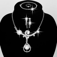 Bijoux de mariage Collier en strass et boucles d'oreilles Set de bijoux de la fête du bal en stock Boucles d'oreilles et de bijoux de mariée à chaîne pour la mariée