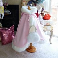 Розовый детский выполненный на заказ милые девушки Мыс дети свадебные плащи искусственного меха Куртка для зимы Kid цветок девочка дети атласный с капюшоном ребенка