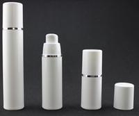Bouteilles en plastique sans air de bouteilles de 15ml 30ml 50ml pp blanches de bouteille de lotion de pompe à vide sans air avec la ligne argentée