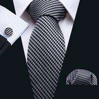 Livraison rapide Cravate de soie Noir Blanc Luxury Tie Cadeau Set Classic Cravate pour hommes avec carré de poche de manchette pour la fête de mariage Business N-5007