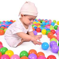 100 قطعة / الوحدة للبيئة ملون لينة البلاستيك بركة مياه المحيط الموجة الكرة الطفل مضحك الإجهاد الهواء الطلق متعة الرياضة الكرة لعبة