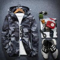 Covrlge 남자 자켓 패션 봄 남자 위장 재킷 캐주얼 망 코트 남성의 후드가있는 발광 지퍼 코트 MWJ011