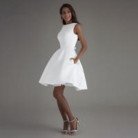 Saten Beyaz Mini Backless Modern Bir Çizgi Kısa Gelinlik Cepler Ile Yeni Basit Nedime Gelin Kıyafeti Custom Made Parti Mezuniyet