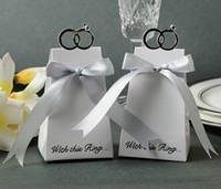 (50 штук / лот) Свадебная бумага Конфета коробка «С этим кольцом» элегантные одобрения коробки для свадьбы и вечеринки гостевые подарочные коробки