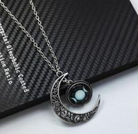 La collana wiccan nera della dea della luna tripla di stile caldo con le gemme della luna della stella è alla moda e squisita