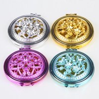 Specchio di trucco pieghevole double-side Vintage Hollow Carving Colore casuale 1PC Compact Pocket Mirror Mini Gift Beauty Tool