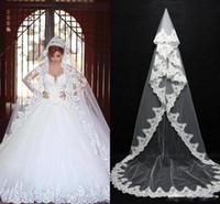 2018 barato en stock Velos nupciales largos de encaje Accesorios de boda nupciales Apliques largos Fildes Catedral Formal Velos de novia